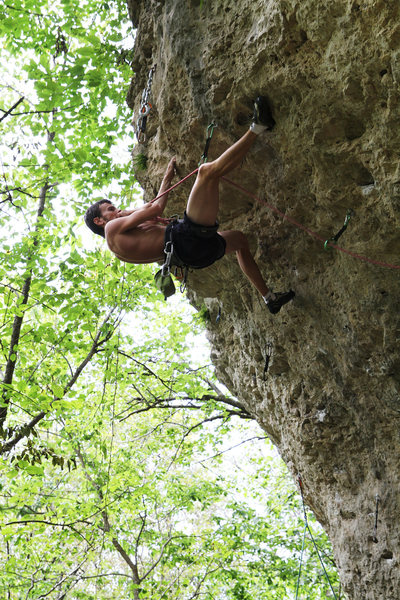 Flavio with a heel hook clipping the anchors on Gravity Amp&gt@SEMICOLON@