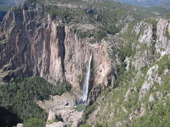 Rock Climbing Photo: Subiendo el Arcoiris climbs the obvious arete to t...
