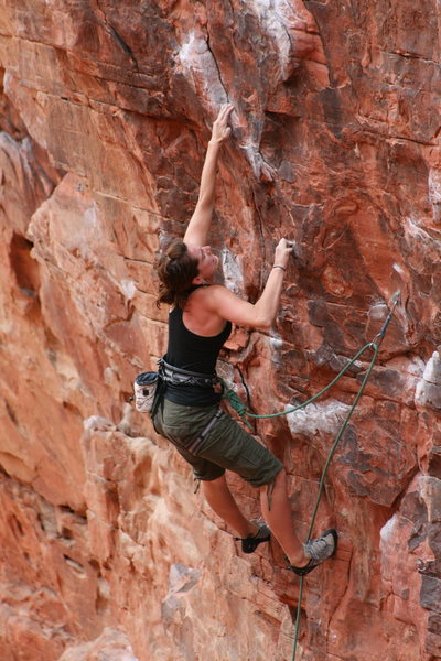 Rock Climbing Photo: Becky Tetzner pulling down!