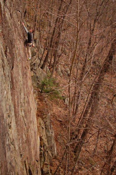 Rock Climbing Photo: Stewarts Ledge, Lithium, 5.10a