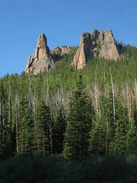 Rock Climbing Photo: Wigwam Tower and Keystone Buttress.