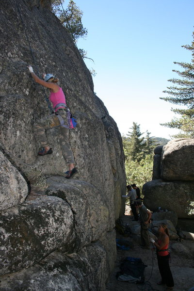 Shanay starting up Extinction 5.11b