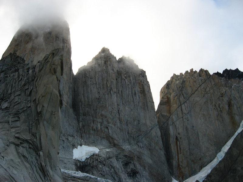 Derecha a Izquierda  Torre Central-Torre Norte-Pered Peineta.