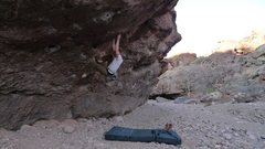 Rock Climbing Photo: The Right Roof V3 at Box Canyon, NM