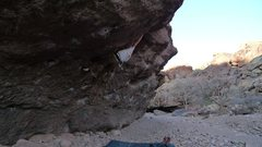 Rock Climbing Photo: Warming up on the Right Roof V3 at Box Canyon, NM