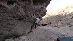 Rock Climbing Photo: Warming up on the Low Traverse in Box Canyon