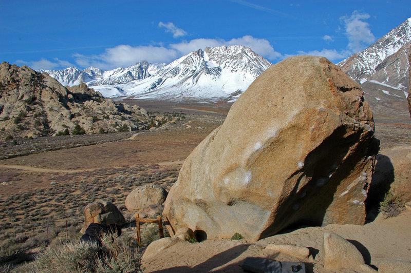 Rock Climbing Photo: 'Hero Roof Boulder' northeast face