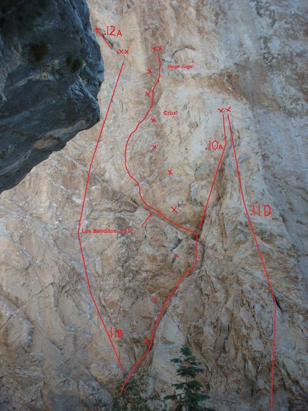 Robbers Roost routes. Photo courtesy of lizzy trower with added route lines.