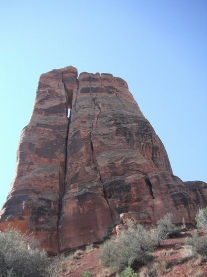 The route is obvious in this photo. It is the cracks to the right of the chimney.