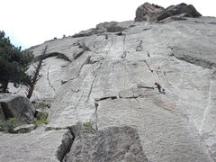 Rock Climbing Photo: Unknown climber moving left out of Pear Vuttress f...
