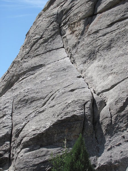 Slanting cracks leading to prominent dihedral.