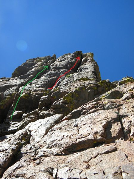 """Your two options once below the summit spire, green = standard """"classic"""" finish pitons and all, or just as good IMO red = OW crack finish, bring your @POUND@4, no pitons...."""