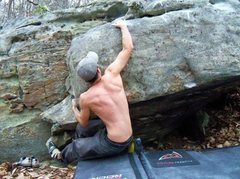 Rock Climbing Photo: Aaron Parlier on the opening move to Chestnut Oak.
