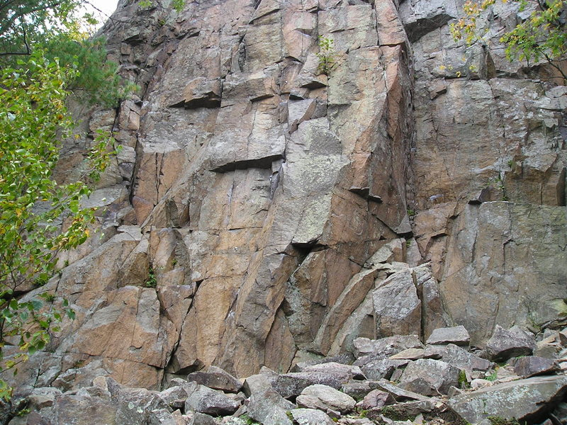 Rough and rocky base area of Main Wall