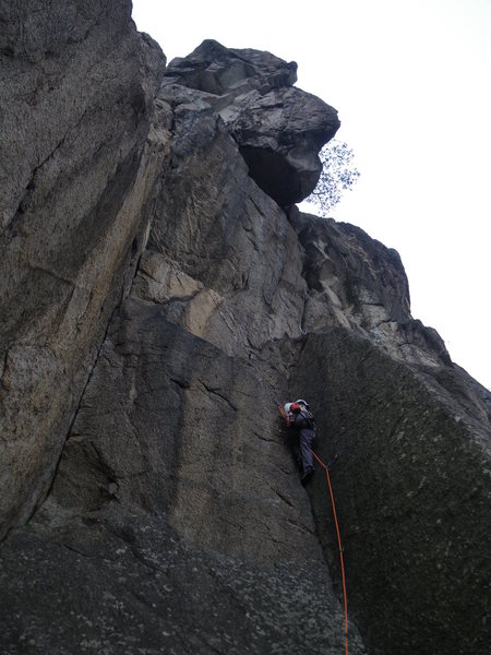 leading up 2nd pitch of Gweilo (4 pitches 5.10a)<br> Lion Rock - West Face, Hong Kong