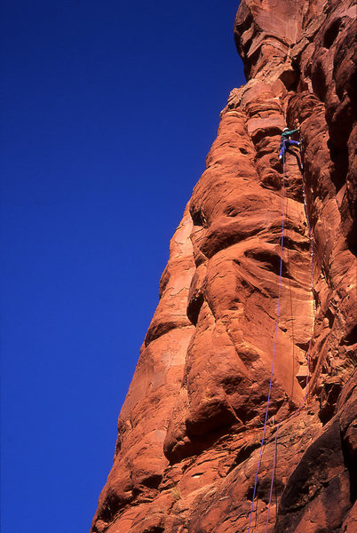 Tomas stemming between the two-level towers on the first pitch, above the tips crack crux.