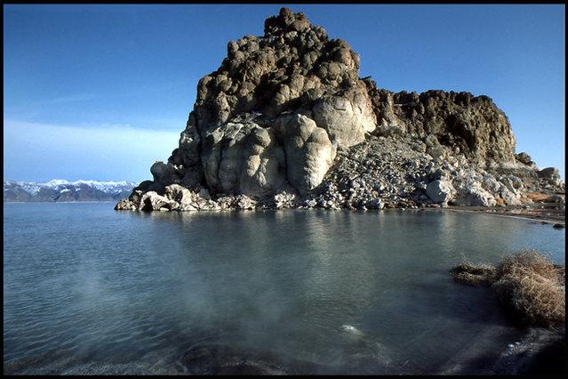 Pyramid Lake.<br> Photo by Blitzo.