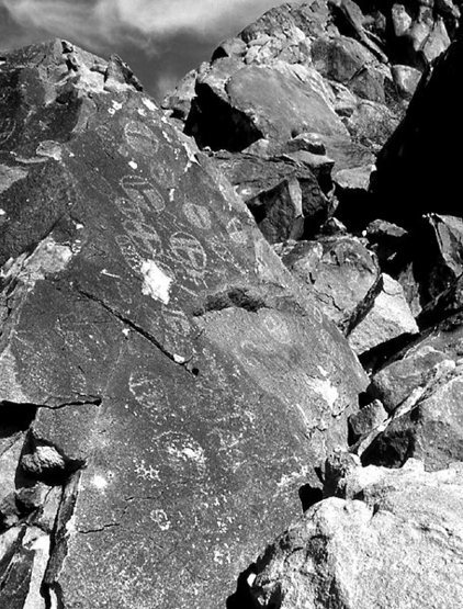 Petroglyphs.<br> Photo by Blitzo.