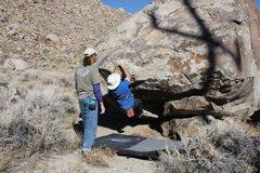 Rock Climbing Photo: Handlebar (V2) at the Drive-by Boulders, CA
