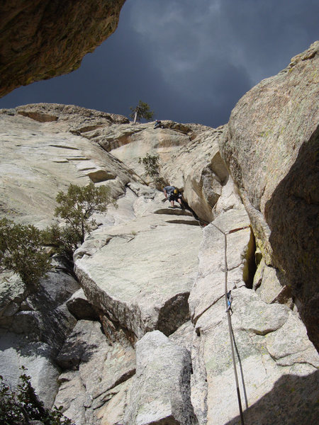 Looking up at Angel leading P3 of Black Quacker, Rappel Rock, Mount Lemmon