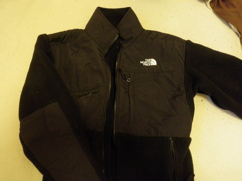 Like New Size Medium North Face Denali Jacket. Only worn 2 or 3 times but I accidentally put a small hole in the inside of the right pocket (visible in next photo) with my car keys.