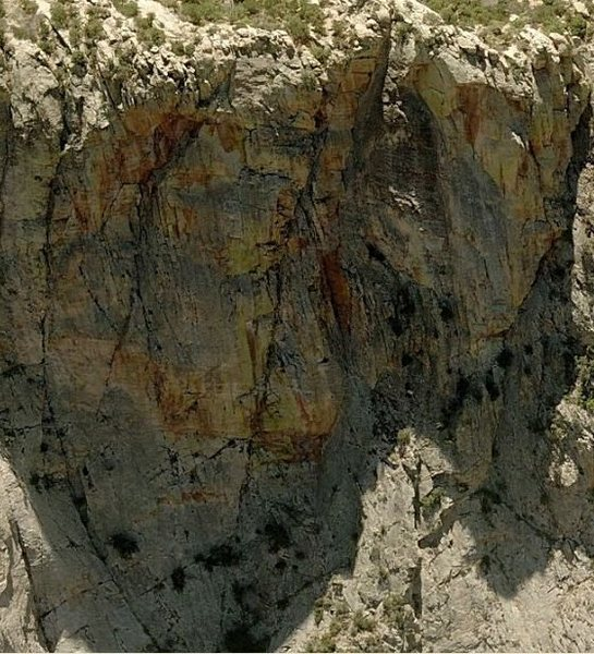 Rock Climbing Photo: MDW is the S-shaped line with the orange dihedral ...