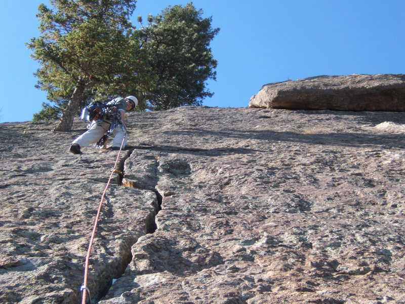 Eric leads the crack on the upper slab, with the large raised block visible to the right.