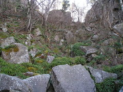 Rock Climbing Photo: More of big upper gully looking up, routes on bott...