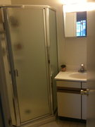 Bathroom pic 1.