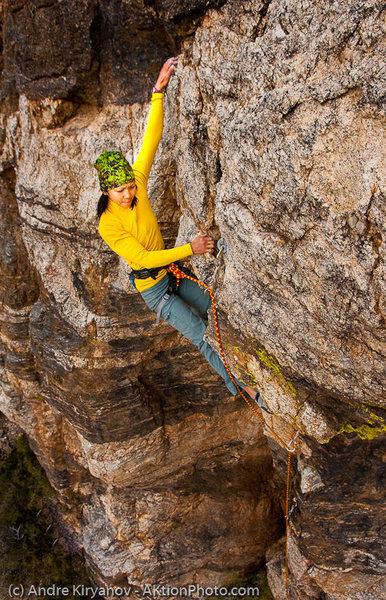 Angelina Kalianda on Primal Sledge (5.10), The Ruins, Mt. Lemmon, AZ<br> Photo by Andre Kiryanov