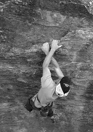 Danny boulderng at the Tuolumne Boulder.<br> Photo by Blitzo.