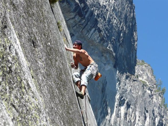 Rock Climbing Photo: strugglin w/ my nuts n hand =P!!!