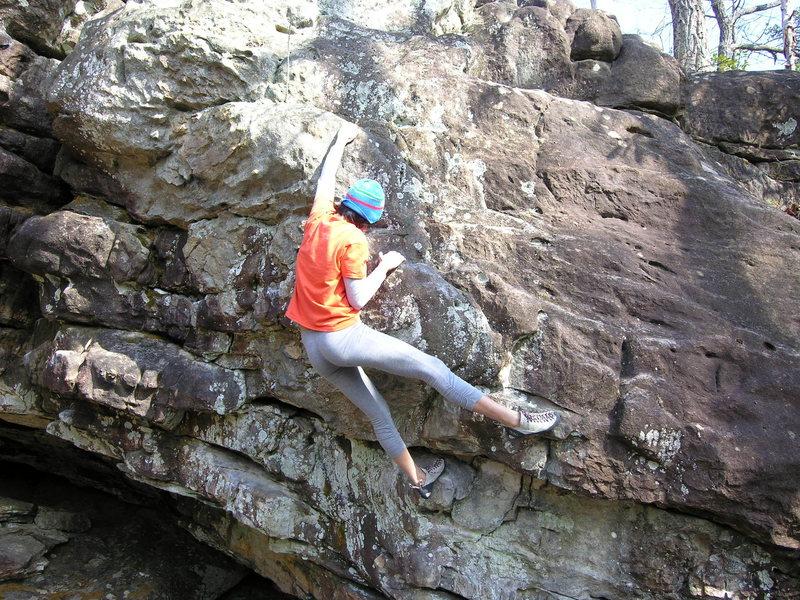 Rock Climbing Photo: Sheila Rahim moving through Poison Ivy (V1).