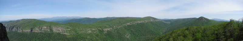 Rock Climbing Photo: View of Linville Gorge from the Chimneys.