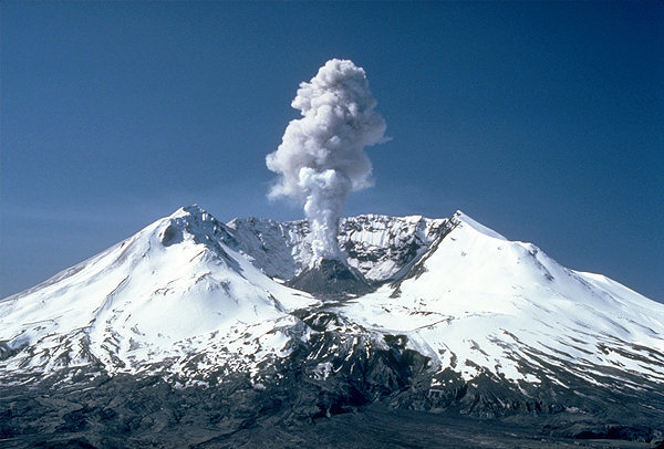 3,000 ft (1 km) steam plume on May 19, 1982, two years after its major eruption.<br> Wikipedia photo.