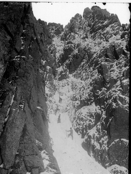 Check out this winter ascent of  Needle Gully in 1890....Wonder why we need all that expensive gear. Note lady in the long dress, pants on woman in those days was not allowed ??.. photo George Abraham