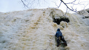 Rock Climbing Photo: Dave awash in a sea of holes in the upper thules; ...