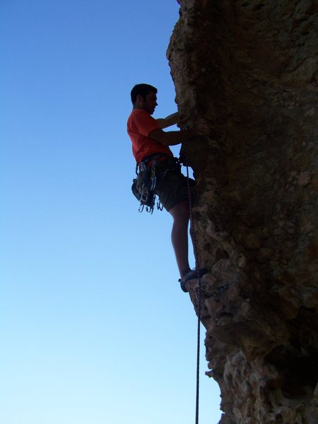 Dylan leading Snakes and Ladders at Hatta Crag.