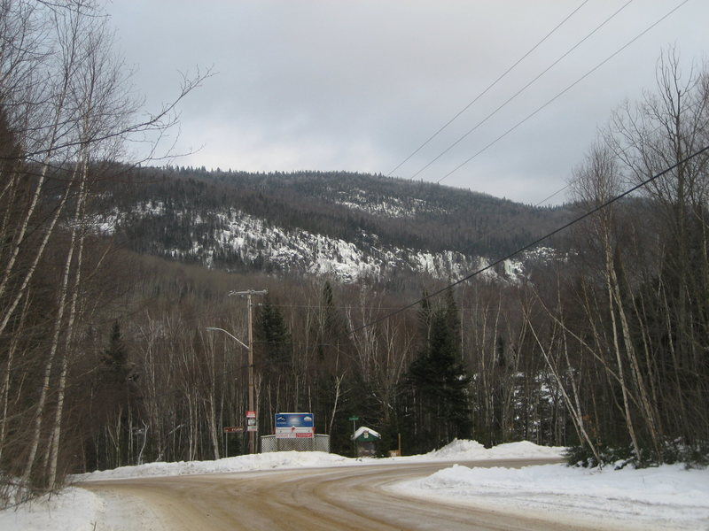 Lac Sylvère cliff from the road<br> 2010-12-29