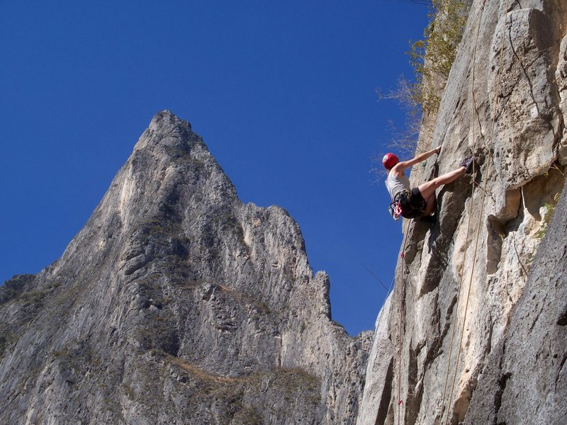Rock Climbing Photo: Sara Wolf leads Drillin' and Swillin' 5.11c  Mota ...