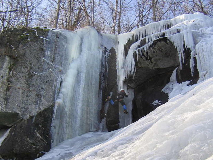 Rock Climbing Photo: Bruce Monroe backsteps the start of the Northern C...