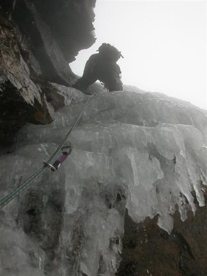 Rock Climbing Photo: (Mar 2005) Cranking up the top half of the crux pi...