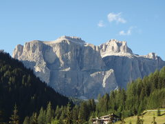 Rock Climbing Photo: This is a scenic photo of the entire Piz Ciavazes ...