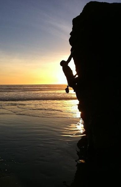 Rock Climbing Photo: Sunset shot on a fun little climb.... Tide was rol...