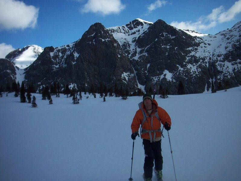 Rock Climbing Photo: Skinning to Mt. Oso with Peter's Peak in the backg...