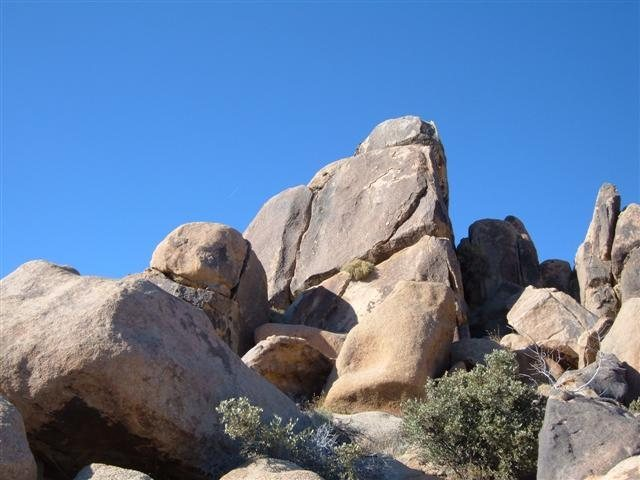 Rock Climbing Photo: The prominent crack.