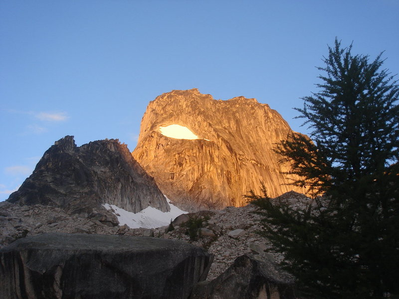 Rock Climbing Photo: Sunrise on Snowpatch.