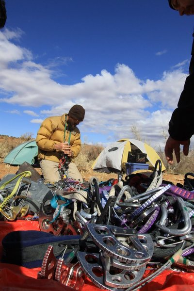 Rock Climbing Photo:  sorting gear in cow creek pasture