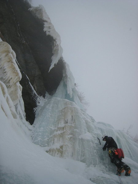 Rock Climbing Photo: Bryan Barnett climbing the 2nd pitch of Blind Fate
