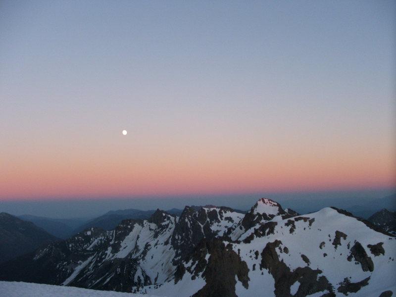 Rock Climbing Photo: Full moon viewed from Mt. Maude